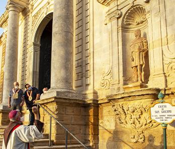 collocamento delle due statue alla Basilica di San Giacomo